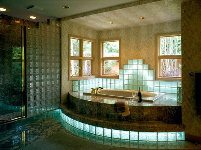 Стеклянные блоки в интерьере ванной комнаты фото