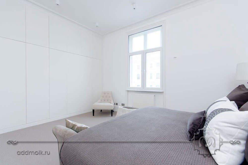 Простая спальня в скандинавском