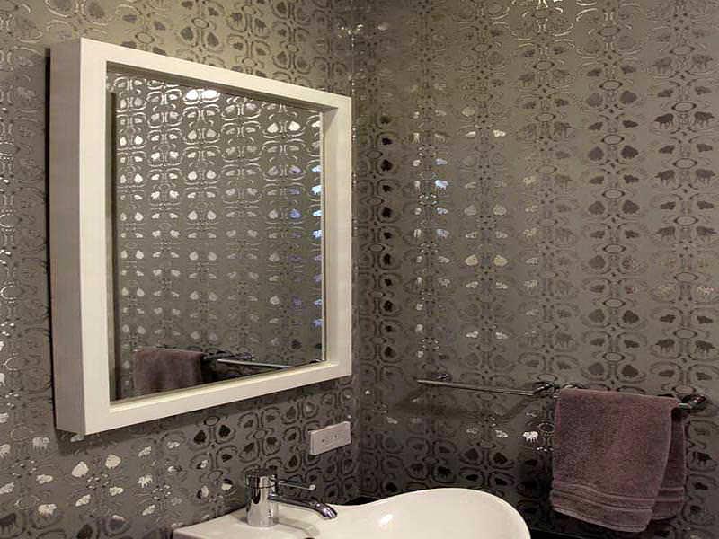 обои в отделке ванной комнаты