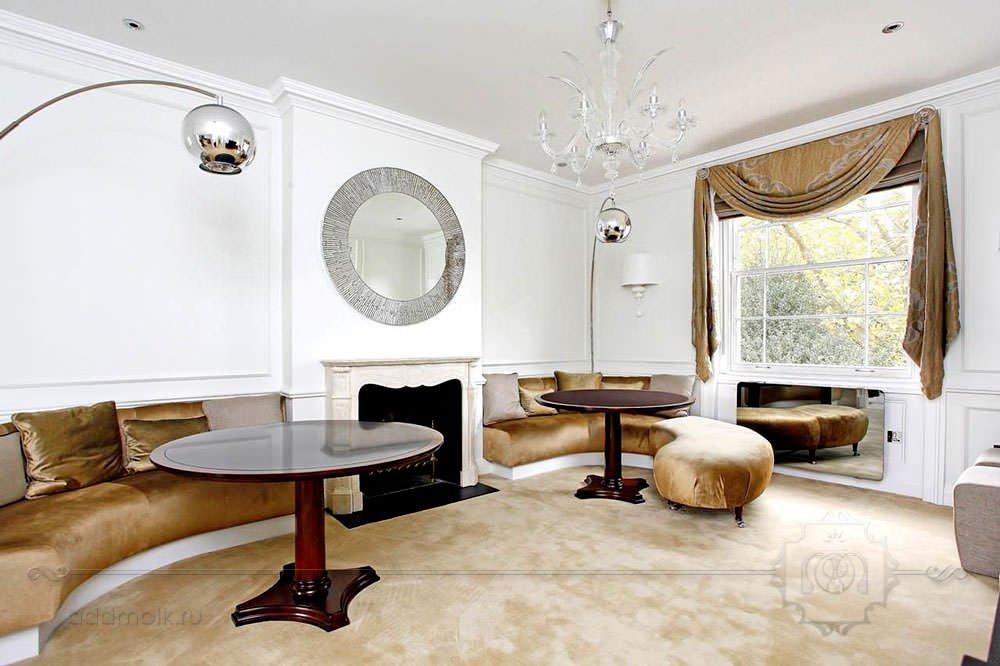 Гостиная в шведском стиле с камином