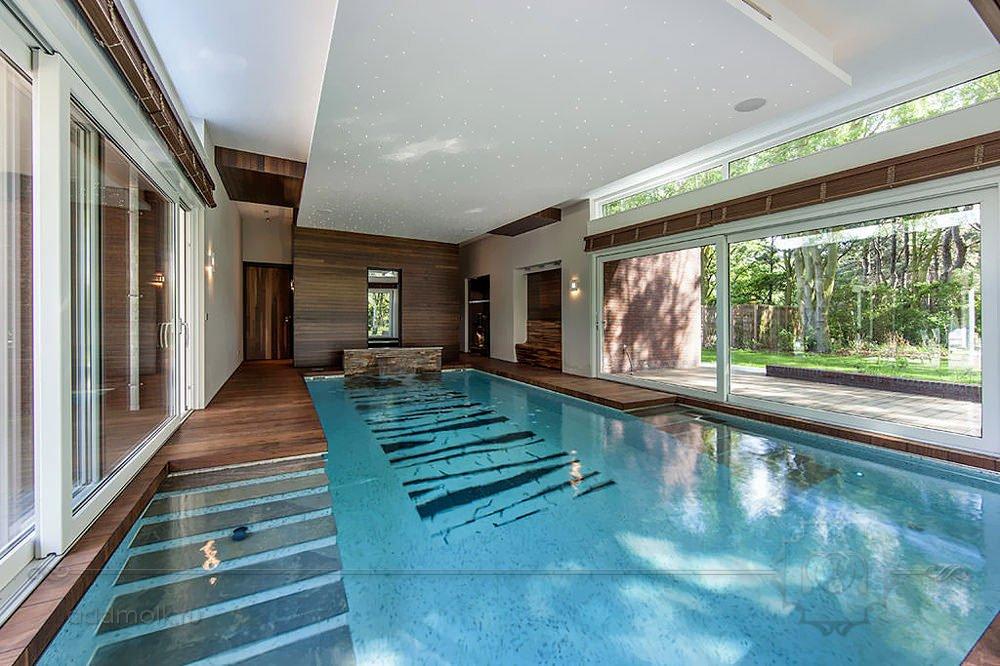 современный бассейн с сауной
