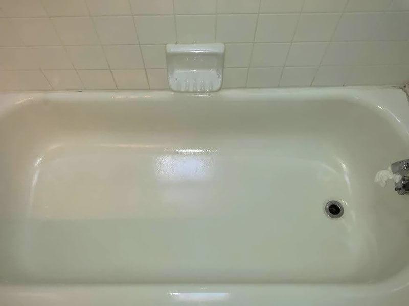 чугунная ванна после обновления акрилом
