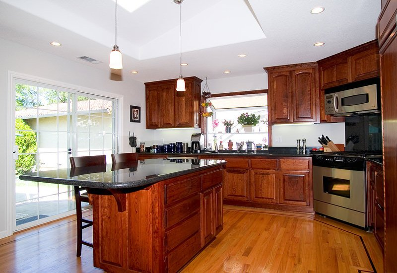использование ламината в кухни